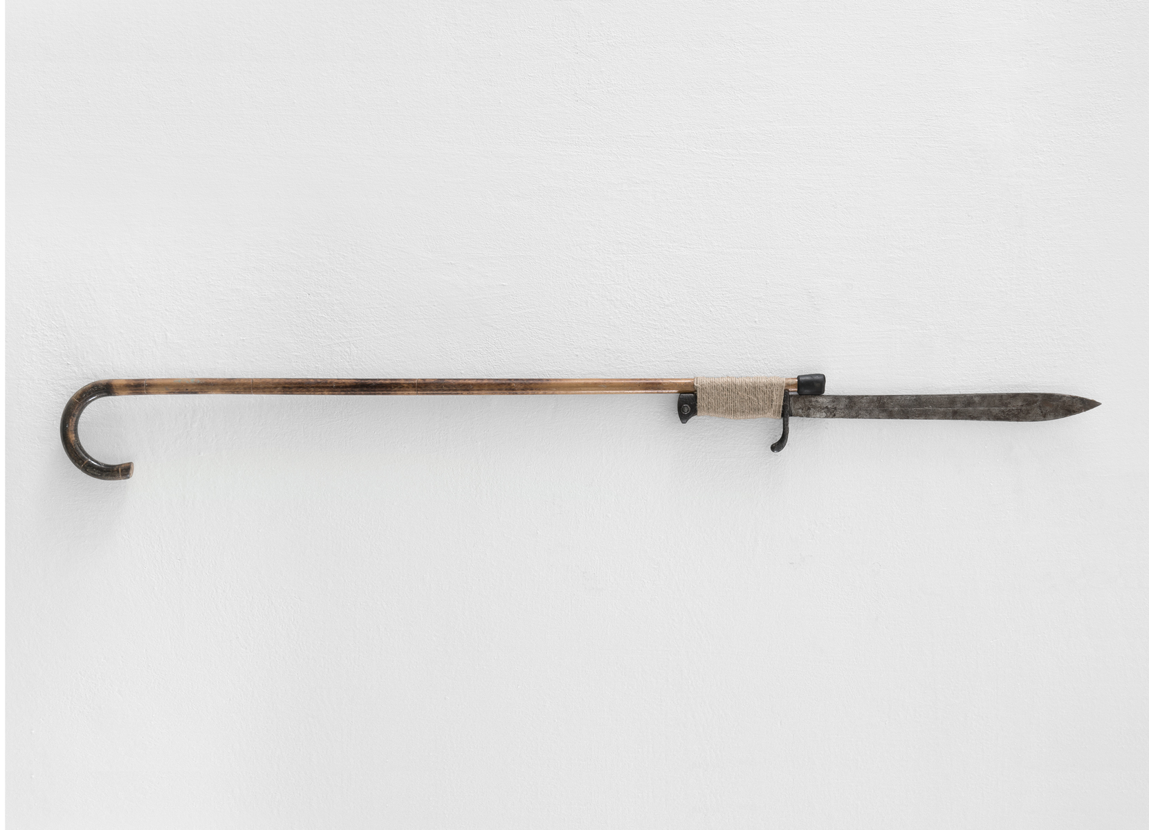 ACTUS PURUS / Cane / 2016 / 124 x 12 x 2,5 cm / walking cane, bayonet, twine