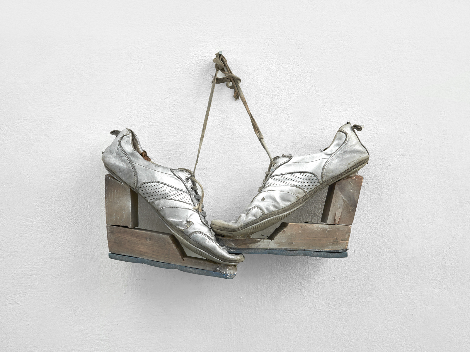 ACTUS PURUS / Urgent need to be on heels / 2016 / 52 x 41 x 8 cm / trainers, wood, pouliretan foam