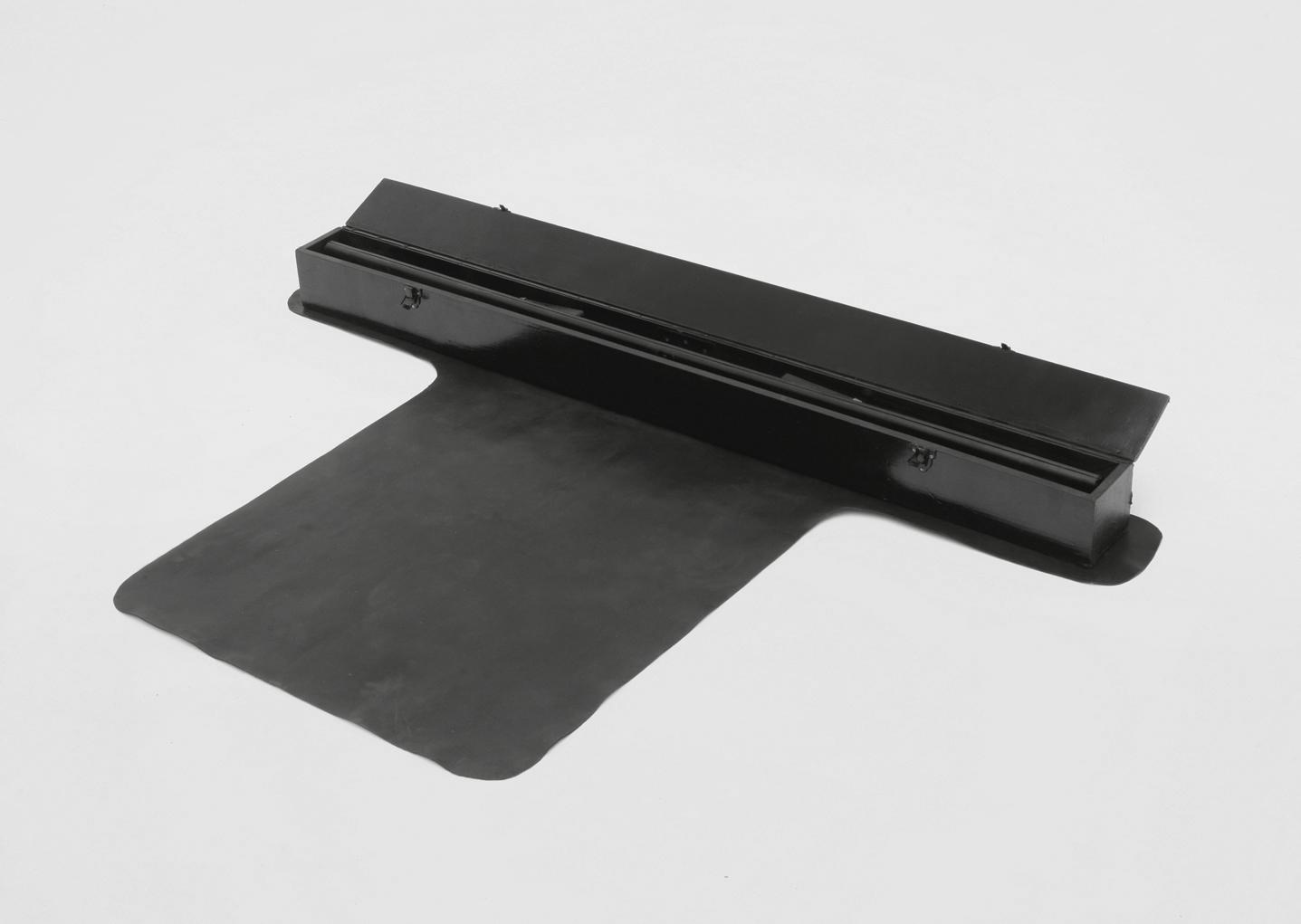 POSSESIA / Primal Elements III / 2010 / 150 x 18 x 100 cm / roller screen, leather