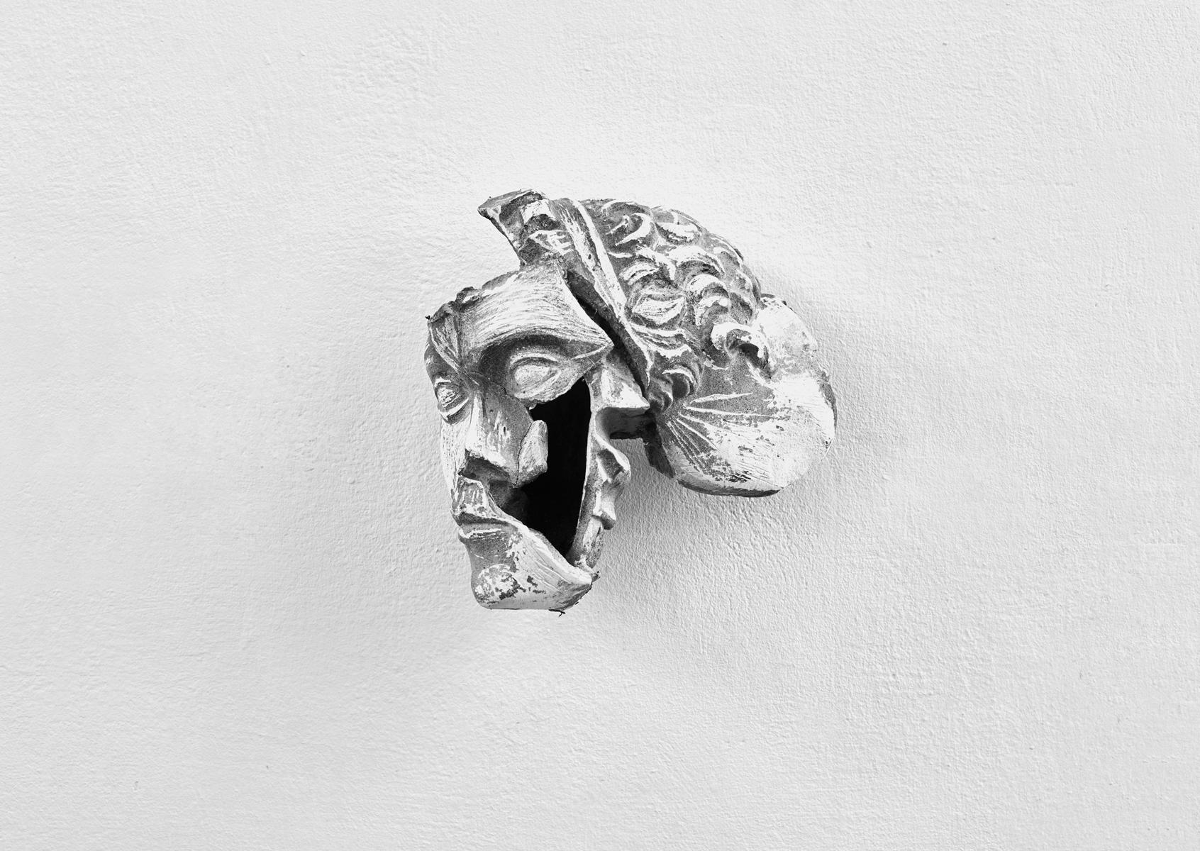 ACRUS PURUS / Rupture / 2016 / 28 x 31 x 18 cm / plaster