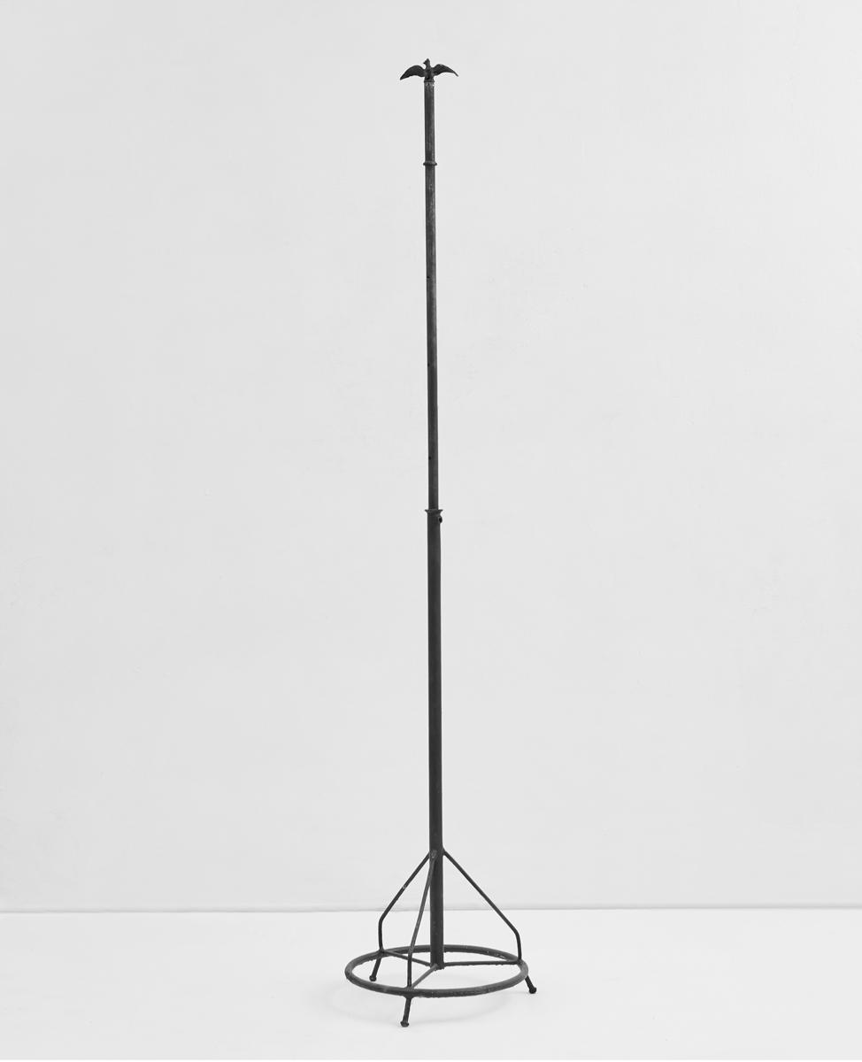 ACTUS PURUS / Eagle  / 2016 / 37 x 195 x 37 cm / eagle figure, stand